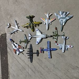 11 toy planes